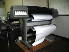 用紙にもこだわり、印刷品質の高さを訴える。