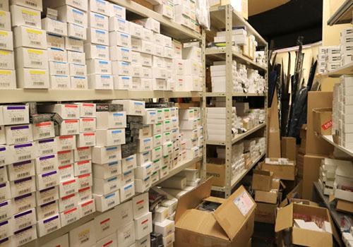 商品点数の多さが繁盛店の秘訣です。毎日新商品を入荷することでお客様に喜んでいただけます